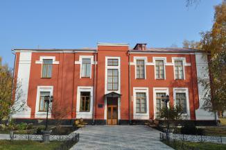 http://www.videnovum.com/foto/ukraine/147/kovalevka/makarenko-museum/gl_DSC_0055.JPG